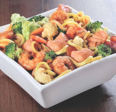 115 -yakissoba de frutos do mar ( serve duas pessoas )