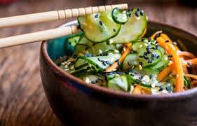 09-sunomono ( uma salada oriental com um molho de sabor marcante e delicioso )