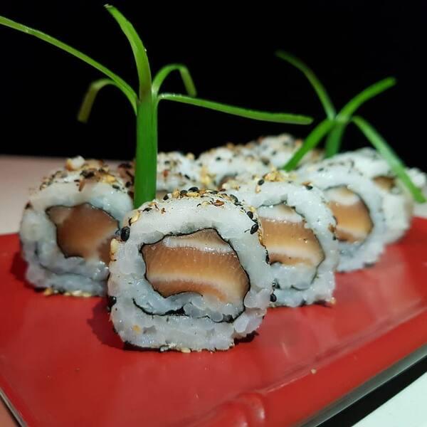 50 - uramaki salmão - 8 unidades