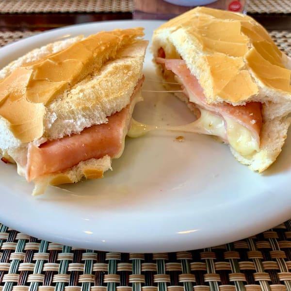 Misto quente no pão francês