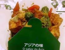 Tofu com legumes.