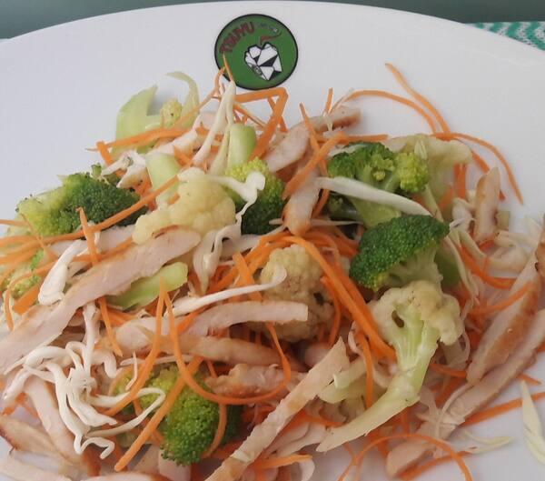Salada de frango grelhado
