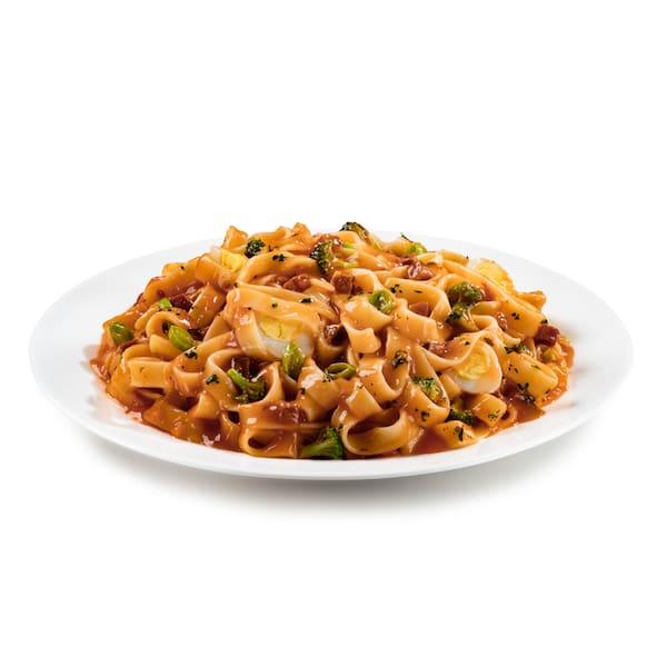 Massa italiana tamanho mamma 300g + molho + ingredientes (muita fome)