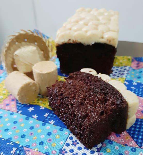 Bolo de chocolate com brigadeiro de paçoca cake studio