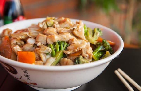 Yakissoba frango e legumes