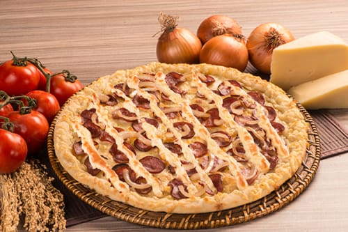 Pizza do dia: escondidinho de calabresa grande