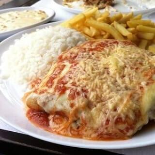 383 - filet de frango à parmegiana, arroz e fritas