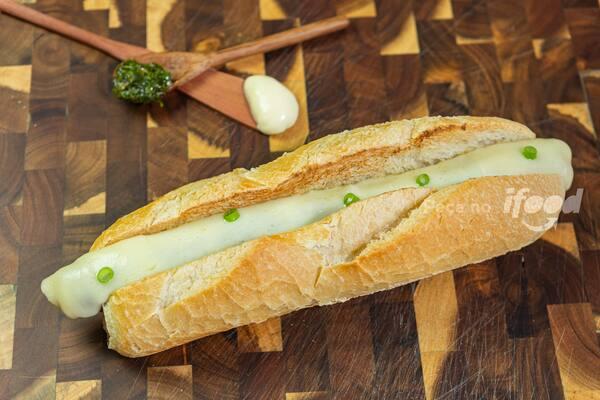 Linguiça fina de pernil com sabor de barbecue e mussarela cod 10