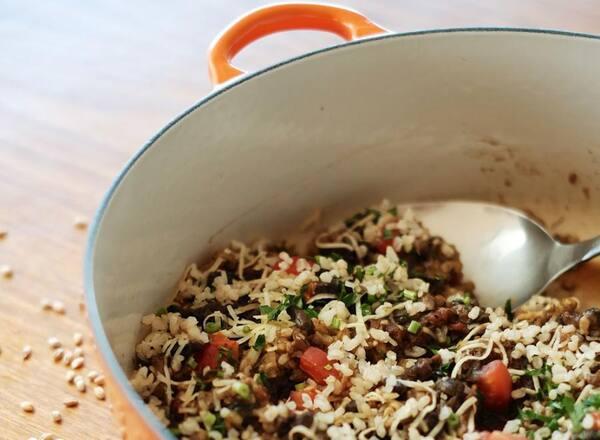 Risoto de cevadinha com cogumelos e arroz integral
