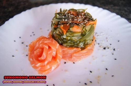 Sunomono, salmão e kani