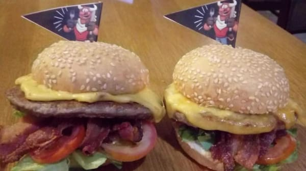 Dois x-salada bacon - 30% off