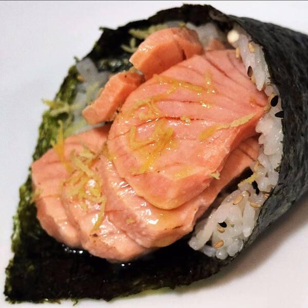 Temaki de salmão grelhado (promo nos adicionais)