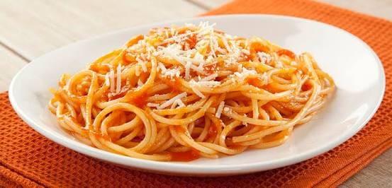 Grelhado+espaguetti ao molho sugo + arroz+1 acompanhamento (2º feira)