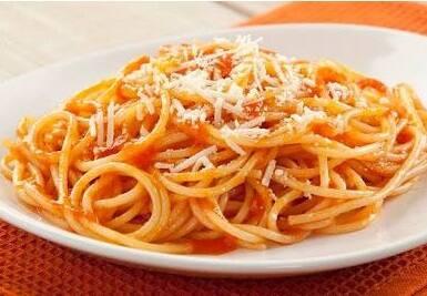 Espaguetti ao molho sugo (2º feira)