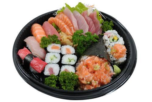Combinado só salmão com 2 temaki (17 peças)