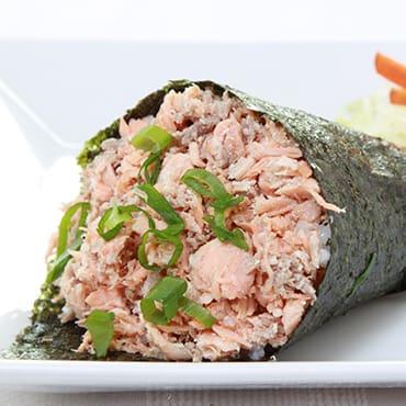 700 - temaki de salmão grelhado