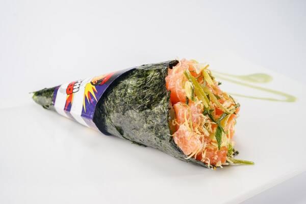 Temaki salmão cream cheese e palhas de alho poro