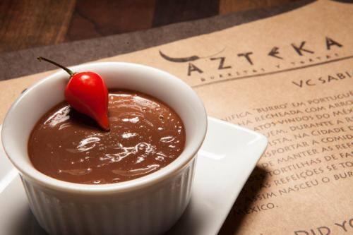 Creme de chocolate (doce-amargo com um toque de pimenta)