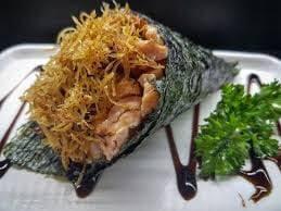 Temaki de salmão grelhado com alho poró