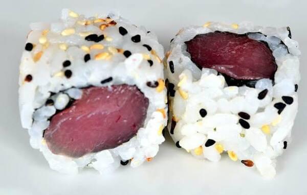 Uramaki de atum 2 peças