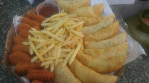 10 pasteis de queijo+batata frita +10 nugts