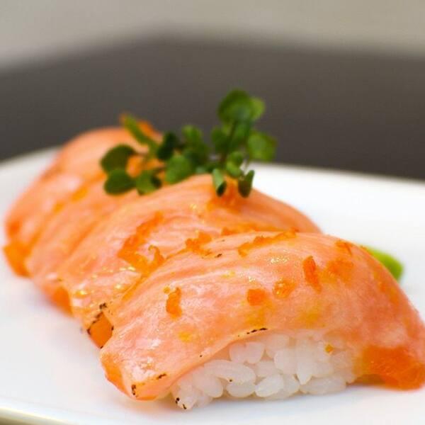 Niguiri salmão maçaricado
