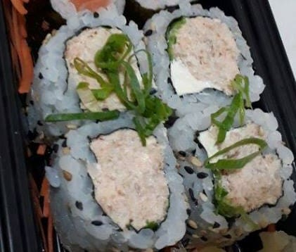 Uramaki de salmão grelhado (4 unidades)
