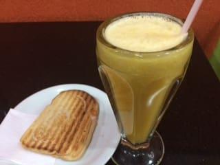 Misto quente + suco de laranja natural de 300 ml