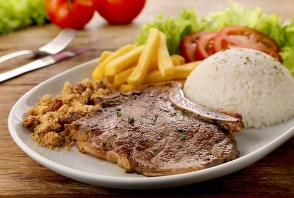 Contra file ou file frango ou calabresa, acompanha arroz, feijao, fritas grelhado.