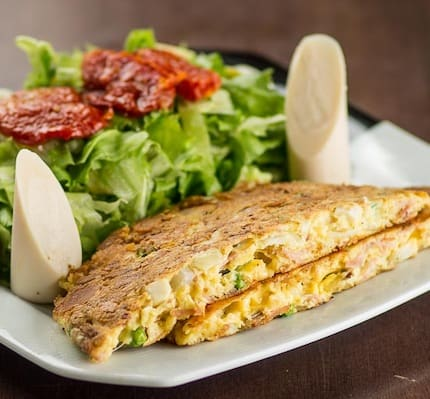 Omelete Alpha com salada