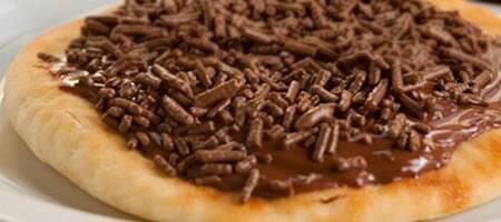 Esfiha de chocolate com avelã