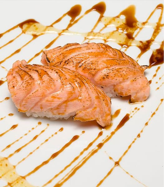 Niguiri de salmão ao maçarico - 10 unidades