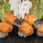 Sushi salmão empanado