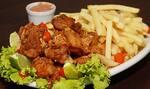 frango  a passarinho com alho torrado +batata frita gratis molho