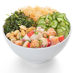 Poke ceviche misto com salada