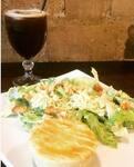 Salada caesar com empadão + bebida