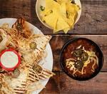 Quesadilla + nachos com chili+ churros