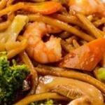Yakissoba camarão - serve 2 pessoas