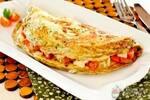 Omelete recheado com queijo e tomate!