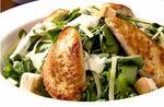Salada Caesar com tiras de filé de frango (reduzida)