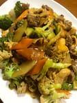 Yakissoba misto: carne e frango (porção 2 pessoas)
