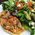 1/2 omelete + salada