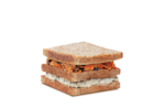 Sanduíche ricota com cenoura e passas