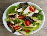 Salada caprese com frango grelhado