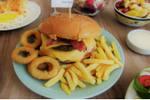 Moxis búrguer + refrigerante (lata) + fritas ou cebola empanada