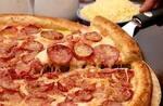 Pizza familia sabor calabresa + refrigerante de 1,5l