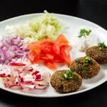 Porção falafel (6 unidades)  acompanha molho al liban