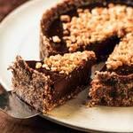 Torta de chocolate com crocante de amendoim