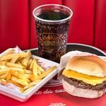 Cheese Burger + Fritas Individual + Refrigerante
