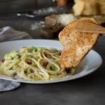 Massa italiana com filé de frango + 4 ingredientes